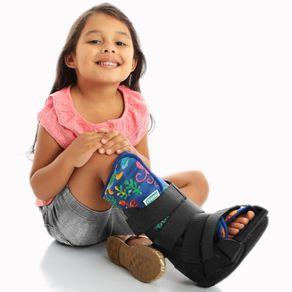 exemplo-de-utilizacao-da-Bota-Imobilizadora-Robocop-Infantil-Chantal-cor-Estampada-diversos-tamanhos