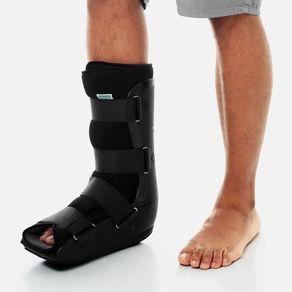 Exemplo-de-utilizacao-da-Bota-Ortopedica-Robocop-Imobilizadora-Curta-da-Chantal-na-cor-preta