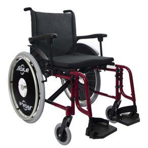 01-imagem-da-cadeira-de-rodas-agile-fat-da-jaguaribe-cor-preta-com-estrutura-vermelha-de-aluminio-e-dobravel-em-x-posicionada-para-a-direita