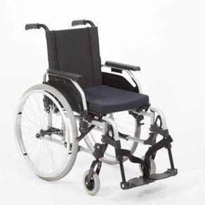 Imagem-da-Cadeira-de-Rodas-Start-M2-Effect-Cor-Preta-Posicionada-de-Frente